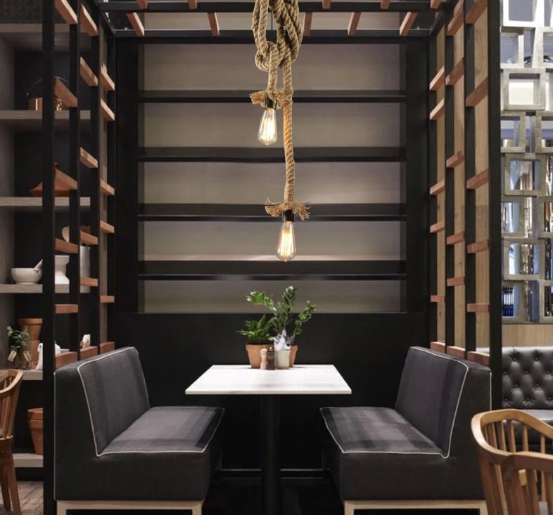 Toto-historické-stropné-svietidlo-je-vhodné-pre-milovníkov-štýlového-bývania