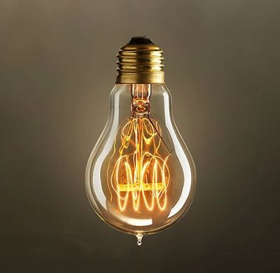 EDISON-žiarovka-CLASSIC-C-E27-40W-vďaka-ručne-fúkanému-štýlu-a-teplej-jantárovej-žiare-vyžaruje-tento-typ-žiarovky-rustikálne-kúzlo