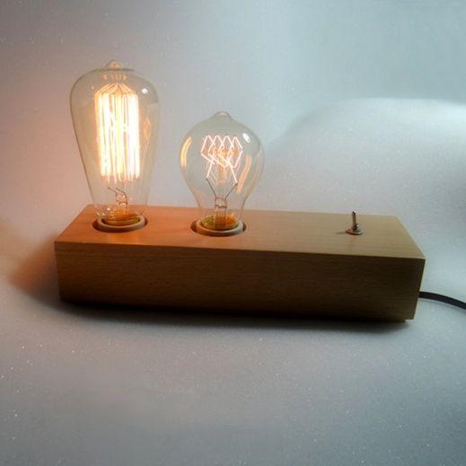 Historické-stolové-svietidlo-vyrobené-z-dreva-na-dve-žiarovky-typu-E271