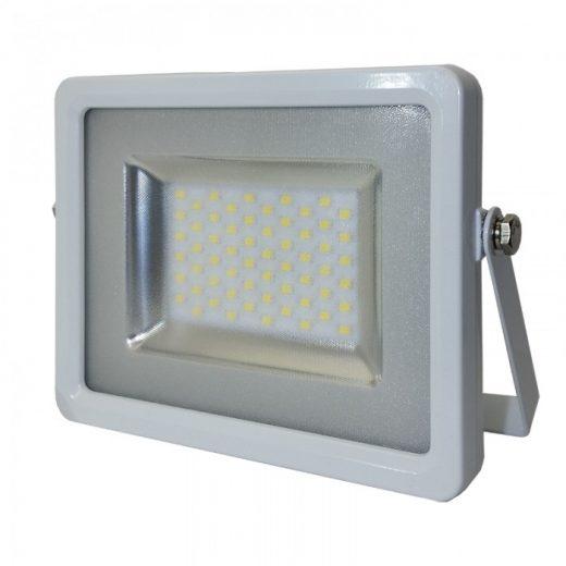 SMD LED reflektor - 50W Premium, 4000lm, Studená biela je oproti iným klasickým LED reflektorom na vysokej úrovni. Poskytuje kvalitnejší driver a čip.