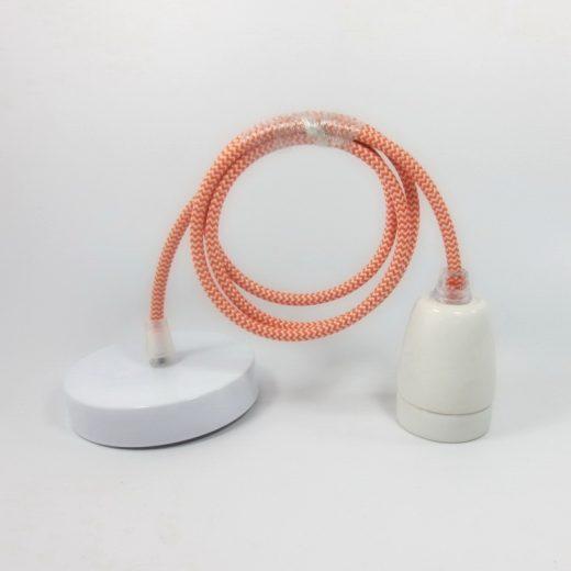 Porcelánové-závesné-svietidlo-s-textilným-káblom-v-pomarančovo-bielej-farbe