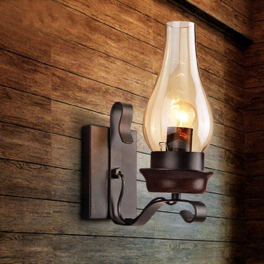 Historické-nástenné-svietidlo-v-starodávnom-dizajne