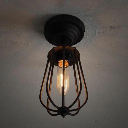 Historické-stropné-svietidlo-v-tvare-hrušky-na-žiarovky-typu-E27-je-svietidlo-určené-na-strop-v-priemyselnom-vzhľade-1