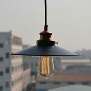 Historické-závesné-svietidlo-s-čiernym-tienidlom-na-žiarovky-typu-E27