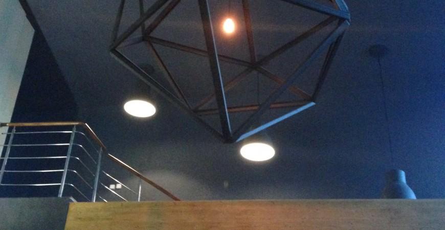 Dekoračné žiarovky v kreatívnych svietidlách