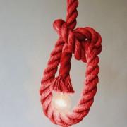 Závesný-lanový-luster-v-historickom-vzhľade-v-červenej-farbe