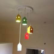 Toto kreatívne svietidlo vytovorí správnu atmosféru na hranie, učenie alebo zábavu v detskej izbe