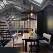 Historické závesné svietidlo v talianskom štýle je svietidlo určené na stenu v dekoračnom vzhľade. Svietidlo je vhodné do obývacej izby, kuchyne, jedálne... (1)