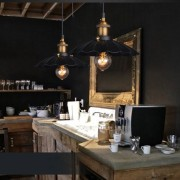 Historické závesné svietidlo v talianskom štýle je svietidlo určené na stenu v dekoračnom vzhľade. Svietidlo je vhodné do obývacej izby, kuchyne, jedálne... (3)