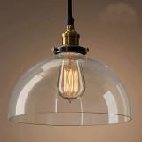 Svietidlo so skleneným tienidlom je v historickom dizajne a je vhodné ako dekorácia a diskrétne osvetlenie
